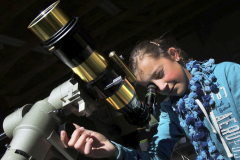 girl-at-solar-scope-lr